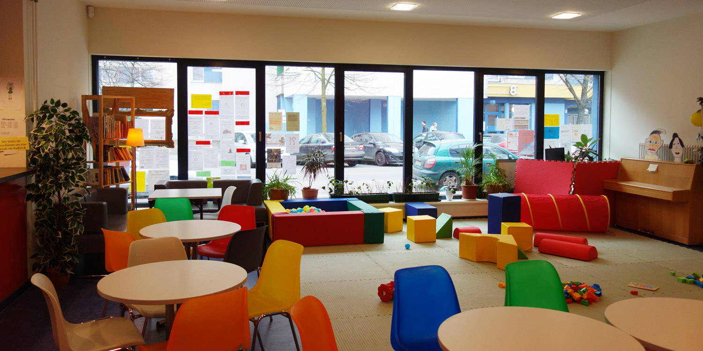 Spieleecke mit Sitzgelegenheiten im Olof-Palme-Zentrum
