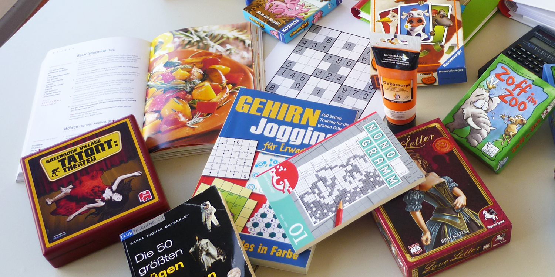 Verschiedene Rätselhefte und Brettspiele