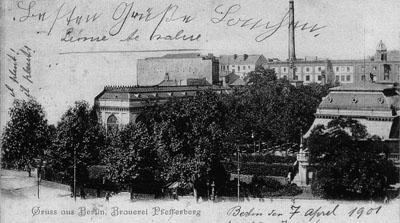 Eine historische Postkarte zeigt den Pfefferberg in der Frontansicht im Jahr 1901.