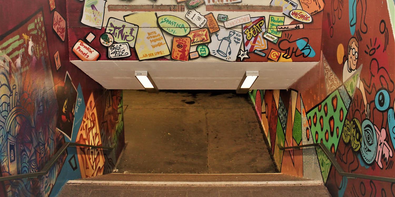 U-Bahnhof mit Graffiti